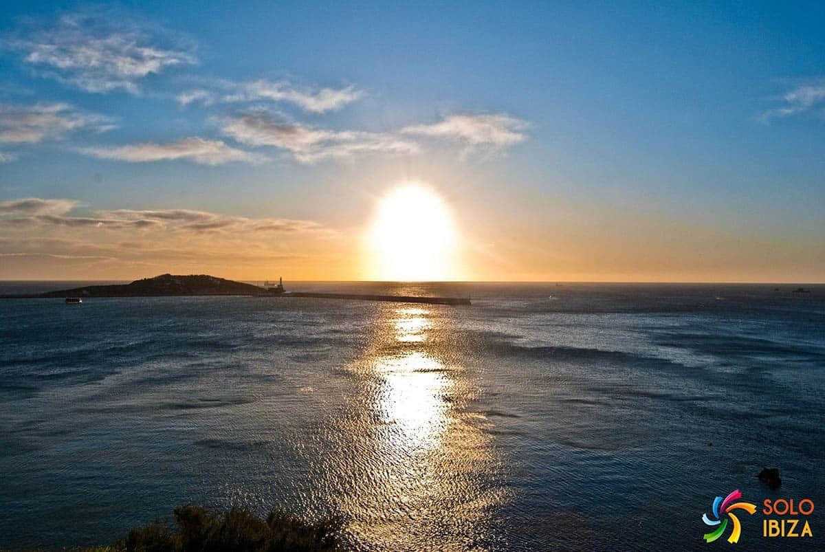 los 10 mejores lugares de Ibiza para visitar amanecer en dalt Vila